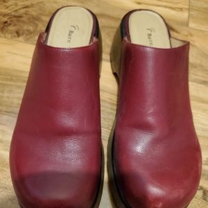 Bare Traps Red Leather Slip On Clogs 8 1/2B